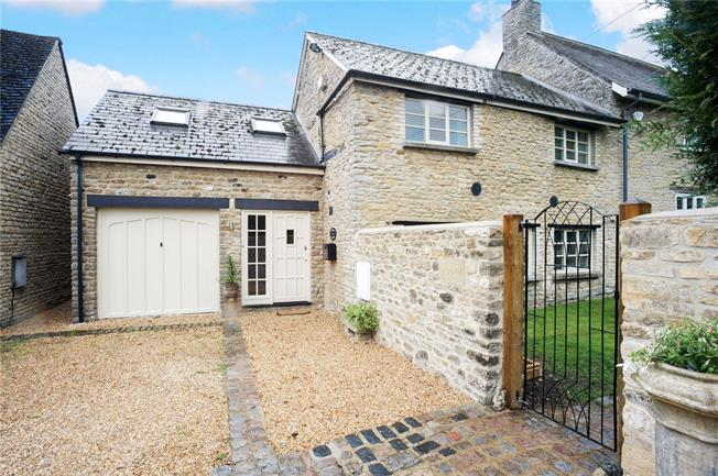 Guide Price £500,000, 3 Bedroom Semi Detached House For Sale in Bicester, Oxfordshire, OX27