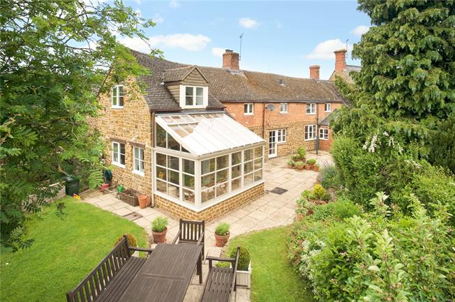 Guide Price £740,000, 5 Bedroom House For Sale in Adderbury, OX17