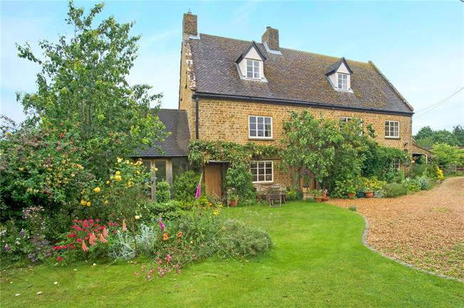 Guide Price £850,000, 5 Bedroom House For Sale in Hempton, OX15