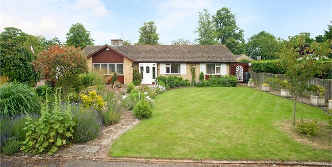 Guide Price £575,000, 4 Bedroom Bungalow For Sale in Banbury, Northamptonshire, OX17