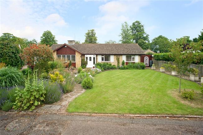 Guide Price £575,000, 4 Bedroom Bungalow For Sale in Aynho, OX17