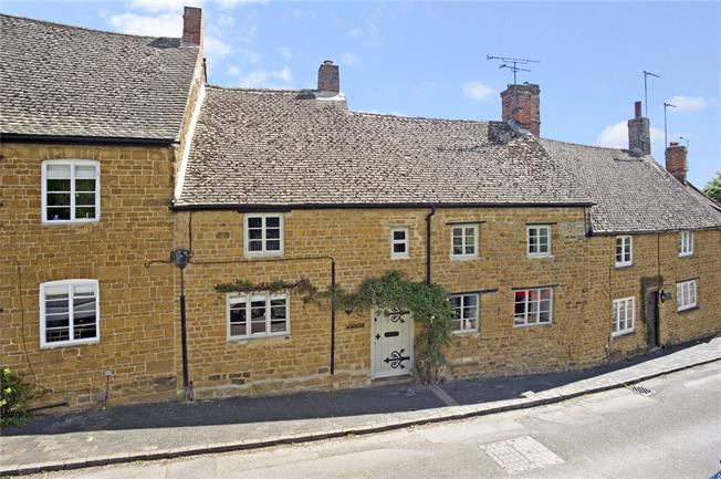 Guide Price £650,000, 4 Bedroom Terraced House For Sale in Oxfordshire, OX15