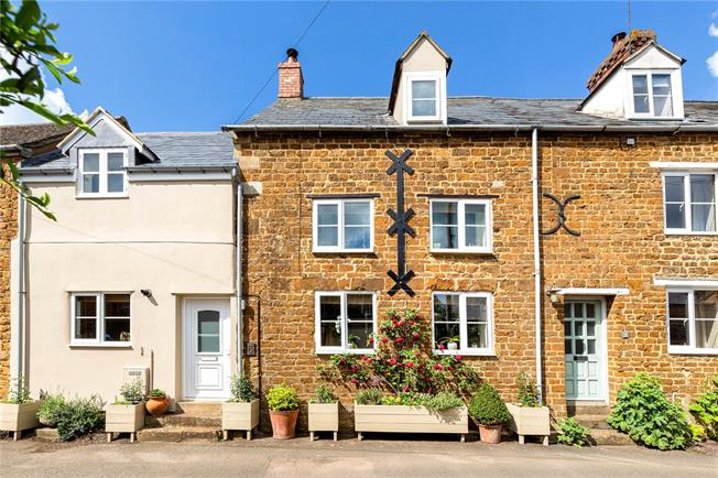 Guide Price £379,950, 3 Bedroom Terraced House For Sale in Adderbury, OX17