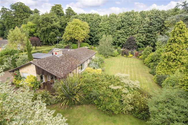 Guide Price £750,000, 5 Bedroom Bungalow For Sale in Aynho, OX17