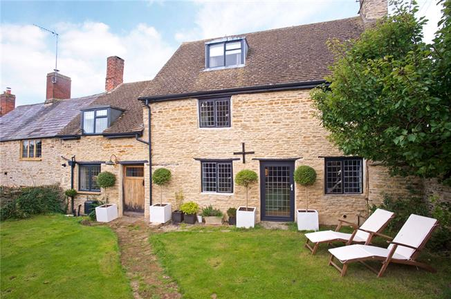Guide Price £400,000, 3 Bedroom Terraced House For Sale in Aynho, OX17