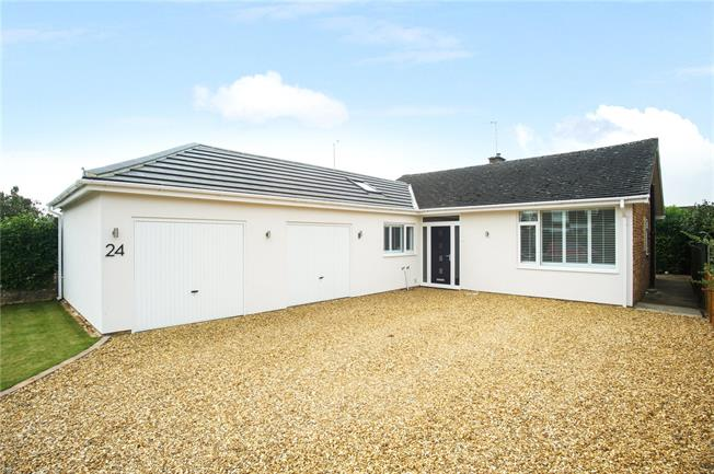 Guide Price £400,000, 3 Bedroom Bungalow For Sale in Twyford, OX17