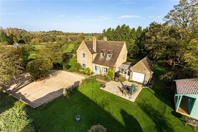 Guide Price £625,000, 4 Bedroom Detached House For Sale in Lower Heyford, OX25