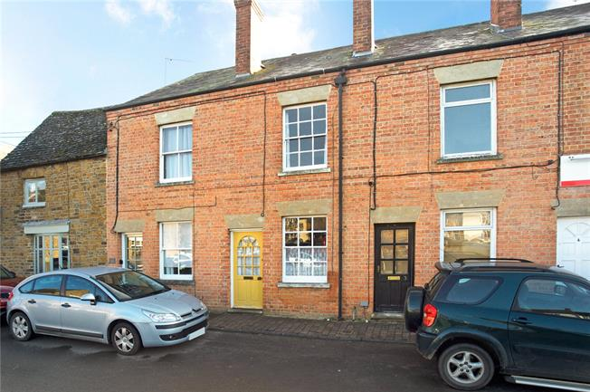 Guide Price £325,000, 2 Bedroom Terraced House For Sale in Banbury, Oxfordshire, OX15