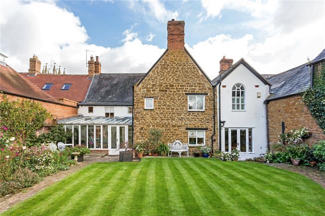 Guide Price £800,000, 4 Bedroom House For Sale in Deddington, OX15