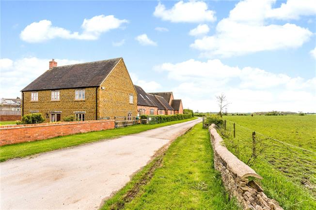 Guide Price £845,000, 4 Bedroom Detached House For Sale in Oxfordshire, OX25
