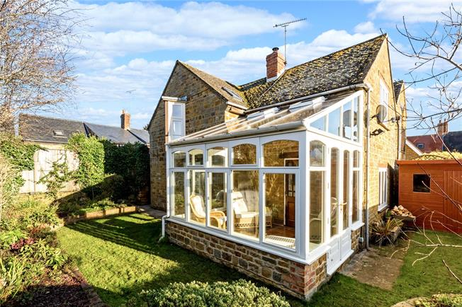 Guide Price £425,000, 2 Bedroom End of Terrace House For Sale in Deddington, OX15