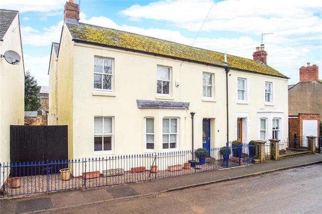 Guide Price £495,000, 3 Bedroom Semi Detached House For Sale in Banbury, Oxfordshire, OX15