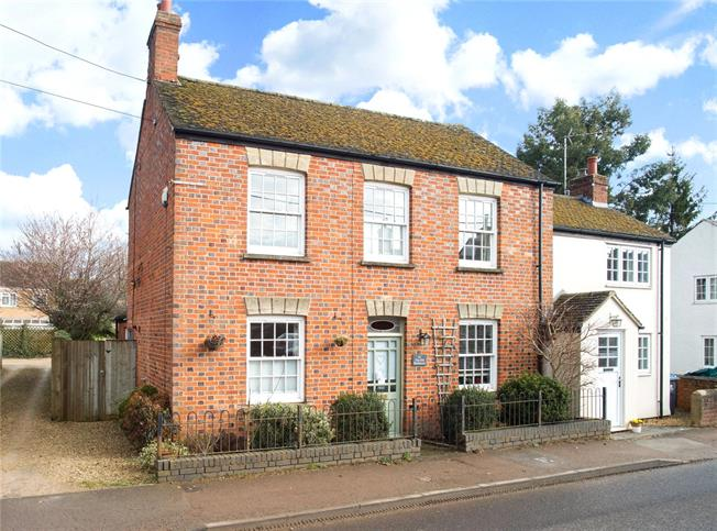 Guide Price £455,000, 3 Bedroom Semi Detached House For Sale in Middle Barton, OX7