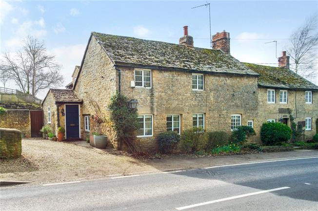 Guide Price £580,000, 4 Bedroom Semi Detached House For Sale in Bicester, Oxfordshire, OX25