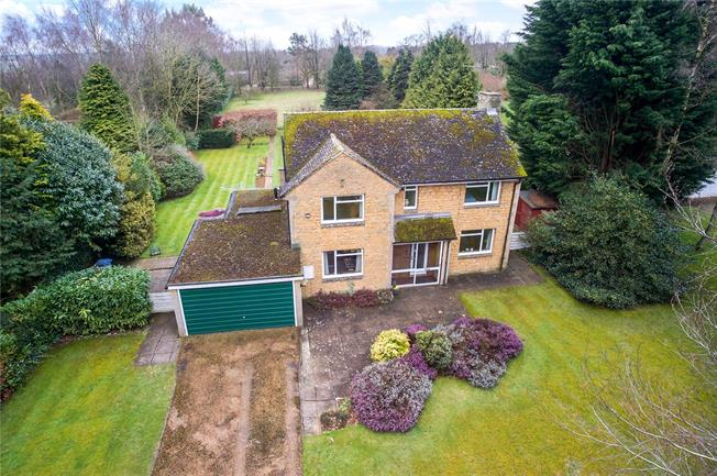 Guide Price £795,000, 4 Bedroom Detached House For Sale in Bicester, Oxfordshire, OX25