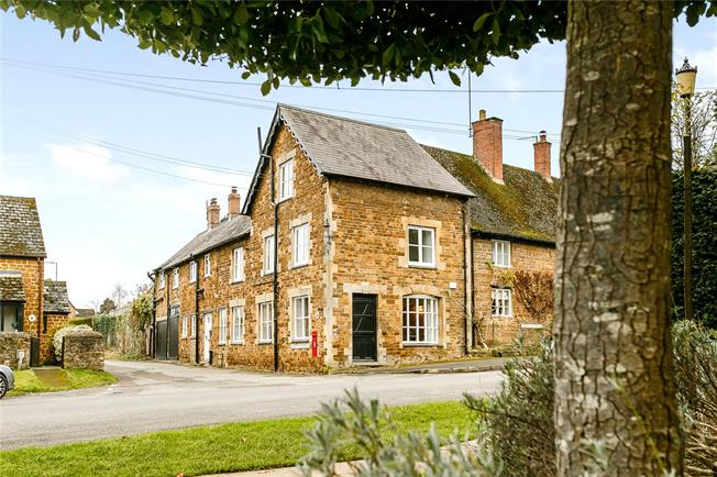Guide Price £695,000, 5 Bedroom End of Terrace House For Sale in Adderbury, OX17