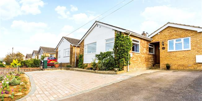 Guide Price £349,500, 4 Bedroom Bungalow For Sale in Hempton, OX15