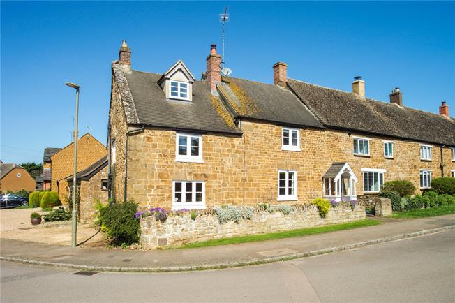 Guide Price £400,000, 4 Bedroom Terraced House For Sale in Oxfordshire, OX15