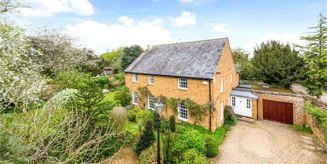 Guide Price £995,000, 4 Bedroom Detached House For Sale in Deddington, OX15