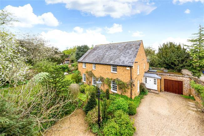 Guide Price £995,000, 4 Bedroom Detached House For Sale in Deddington, OX15