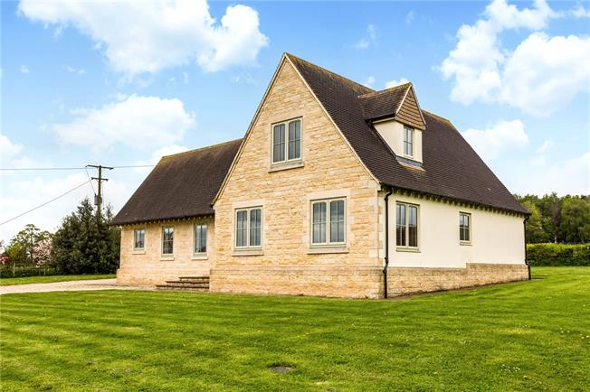 Guide Price £950,000, 5 Bedroom Detached House For Sale in Middle Aston, OX25