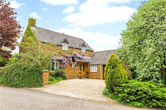 Guide Price £650,000, 4 Bedroom Detached House For Sale in Banbury, Oxfordshire, OX15