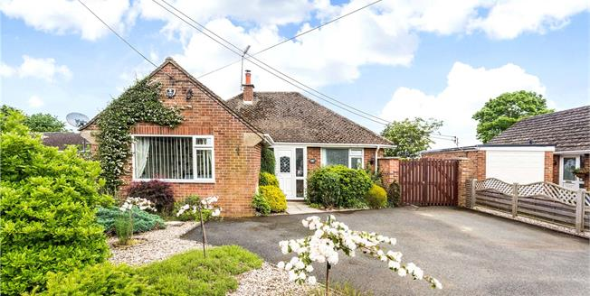 Guide Price £489,950, 2 Bedroom Bungalow For Sale in Adderbury, OX17