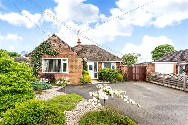 Guide Price £489,950, 2 Bedroom Bungalow For Sale in Banbury, Oxfordshire, OX17