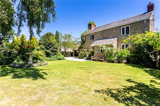 Guide Price £775,000, 4 Bedroom Detached House For Sale in Bicester, Oxfordshire, OX25