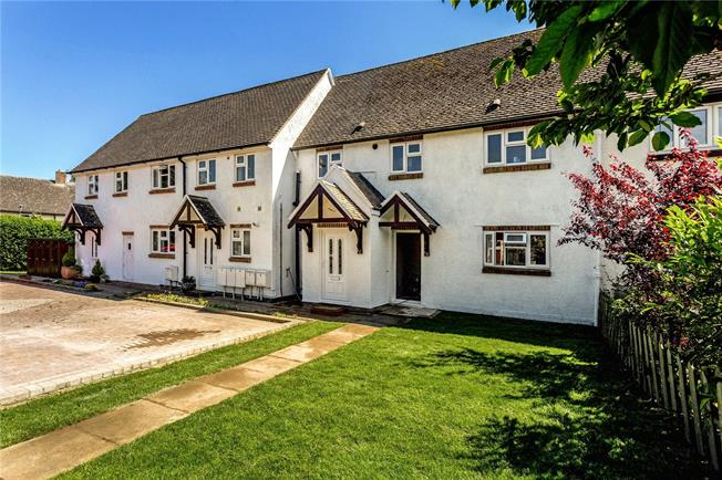 Guide Price £189,950, 2 Bedroom Flat For Sale in Banbury, Oxfordshire, OX15