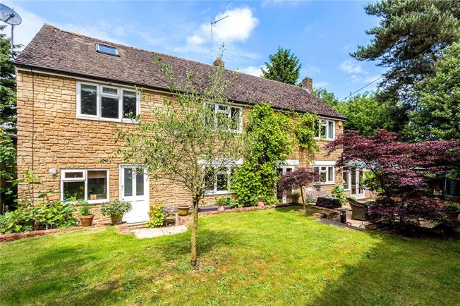 Guide Price £525,000, 3 Bedroom Detached House For Sale in South Newington, OX15