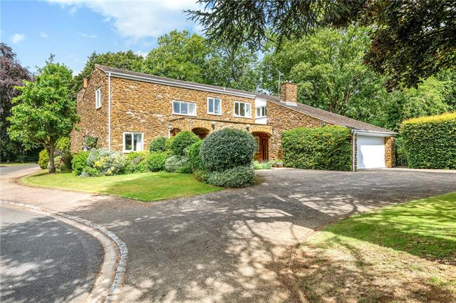 Guide Price £865,000, 4 Bedroom Detached House For Sale in Banbury, Oxfordshire, OX17