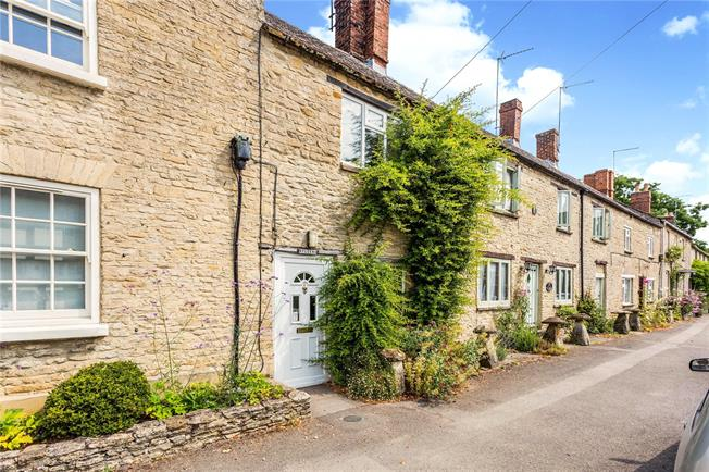 Guide Price £215,000, 2 Bedroom Terraced House For Sale in Souldern, OX27