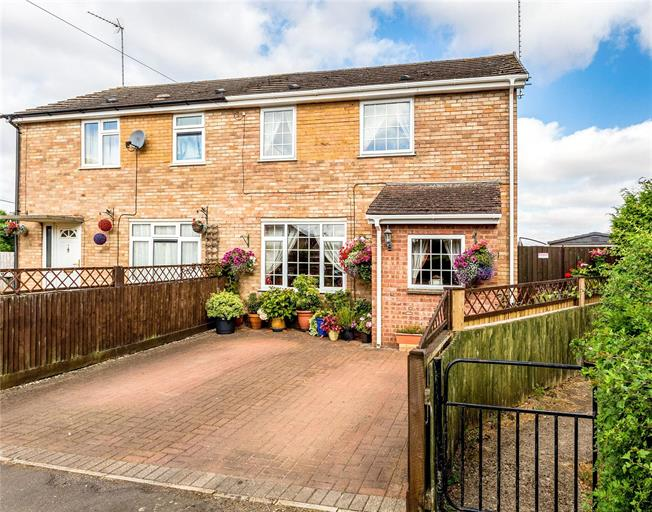 Guide Price £325,000, 3 Bedroom Semi Detached House For Sale in Deddington, OX15