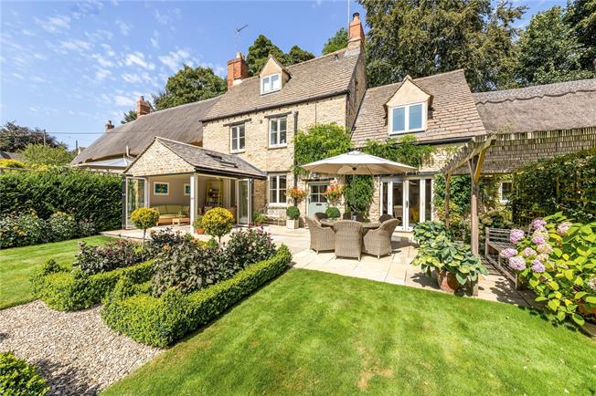 Guide Price £850,000, 4 Bedroom Semi Detached House For Sale in Westcote Barton, OX7
