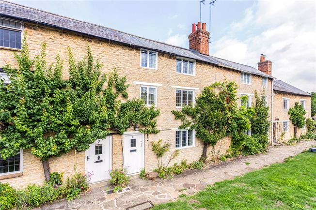 Guide Price £350,000, 3 Bedroom Terraced House For Sale in Aynho, OX17