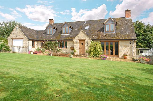 Guide Price £675,000, 3 Bedroom Detached House For Sale in Souldern, OX27