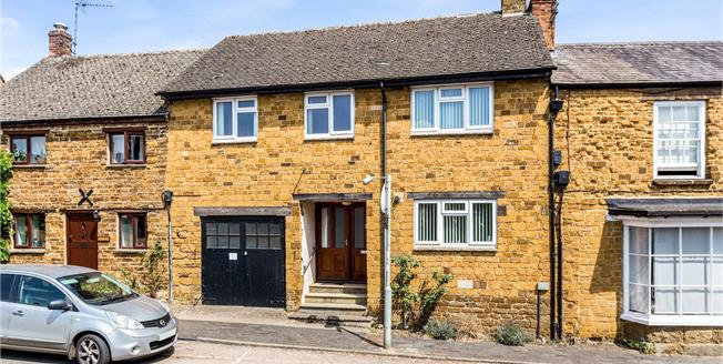 Guide Price £550,000, 3 Bedroom Terraced House For Sale in Deddington, OX15