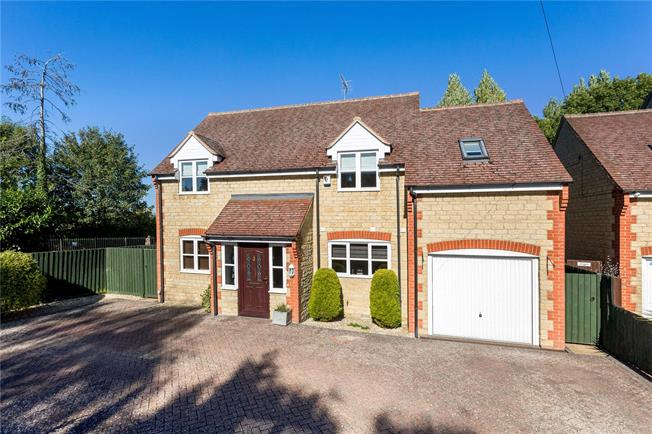 Guide Price £520,000, 4 Bedroom Detached House For Sale in Fewcott, OX27
