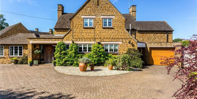Offers in excess of £700,000, 3 Bedroom Detached House For Sale in Bloxham, OX15