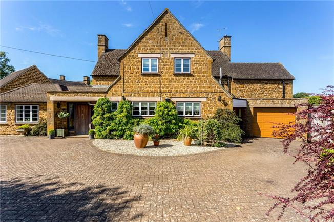 Guide Price £750,000, 3 Bedroom Detached House For Sale in Bloxham, OX15