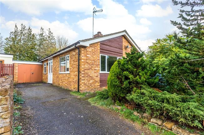 Guide Price £325,000, 3 Bedroom Bungalow For Sale in Hempton, OX15