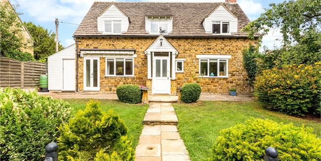 Guide Price £625,000, 3 Bedroom Detached House For Sale in Adderbury, OX17