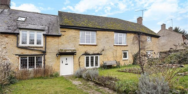 Guide Price £575,000, 4 Bedroom Semi Detached House For Sale in Banbury, Northamptonshire, OX17