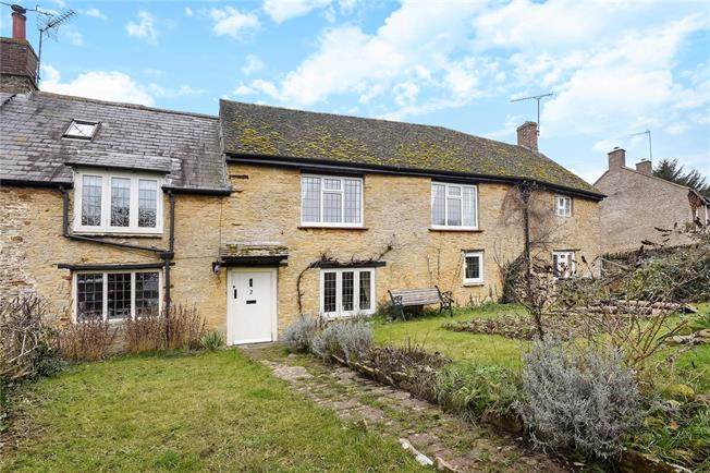 Guide Price £575,000, 4 Bedroom Semi Detached House For Sale in Aynho, OX17
