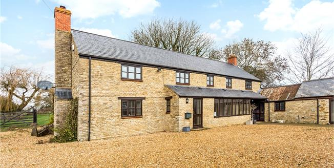Guide Price £875,000, 4 Bedroom Detached House For Sale in Fritwell, OX27