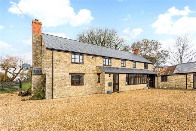 Guide Price £875,000, 4 Bedroom Detached House For Sale in Bicester, Oxfordshire, OX27