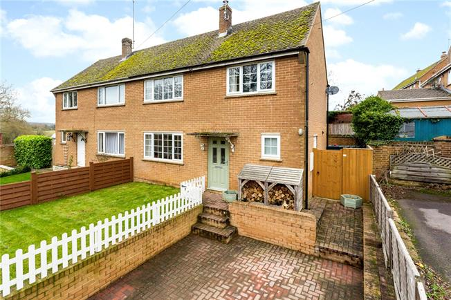 Guide Price £279,950, 3 Bedroom Semi Detached House For Sale in Wigginton, OX15