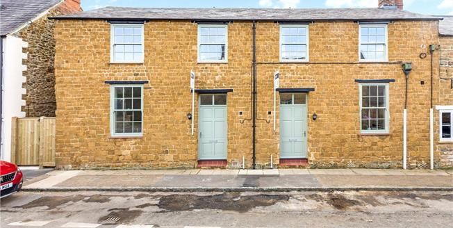 Guide Price £475,000, 3 Bedroom Semi Detached House For Sale in Deddington, OX15