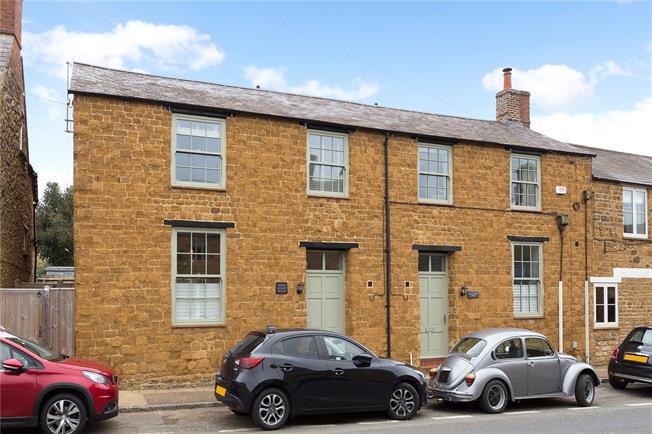 Guide Price £475,000, 3 Bedroom Semi Detached House For Sale in Deddington, OX15